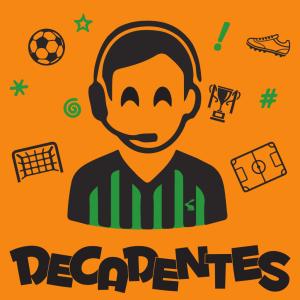 Logo dos Decadentes: fundo alaranjado com ícones de futebol em verde e preto rodeando um ilustração de uma locutor usando um headset e a icônica camisa verde e preta americana. Abaixo o logotipo Decadentes.